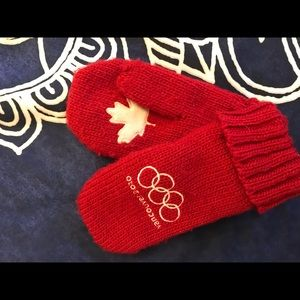 Accessories - Olympic mittens